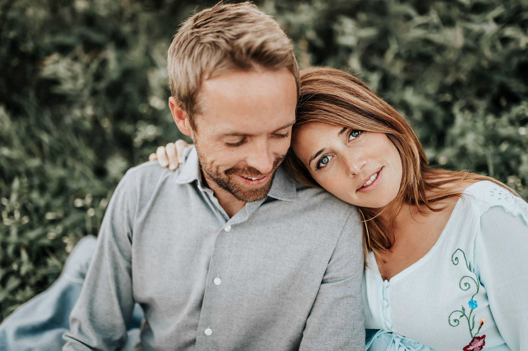 17Tarah-Sweeney-natural-light-couples-breakout0026