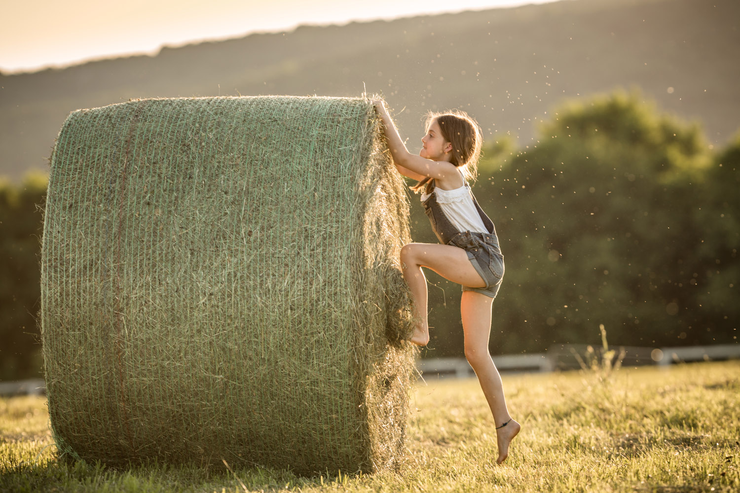Golden-Hour-Photography-with-Kids-by-Clare-Ahalt