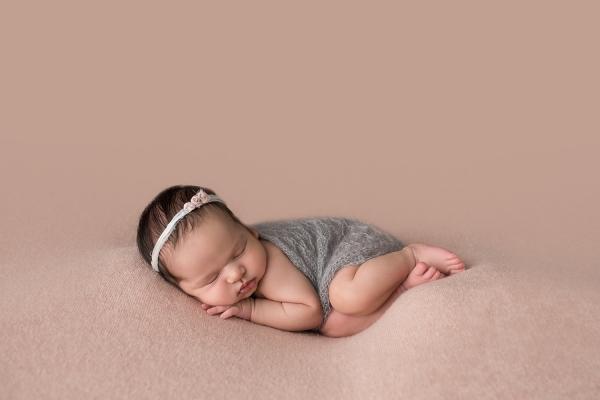 julie_kulbago_newborn_posing_13